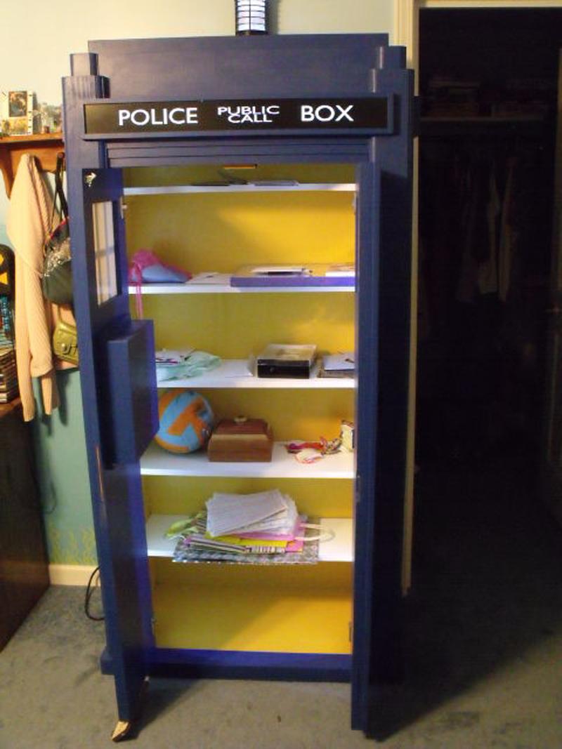 blue-police-bookshelf-04