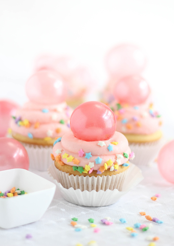 bubble-gum-frosting-cupcakes-01