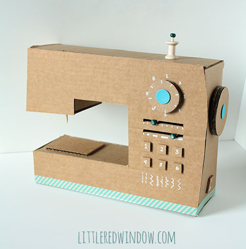 cardboard-box-play-sewing-machine-04