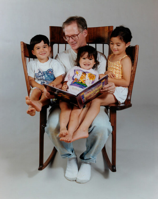 A Talented Father Designs an Unusual Rocking Chair to Read Books for His Three Children