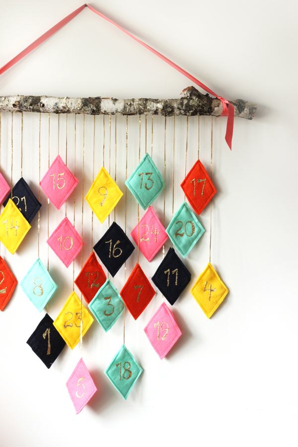 Top 13 diy advent calendars picked by handimania for Handmade christmas countdown calendar