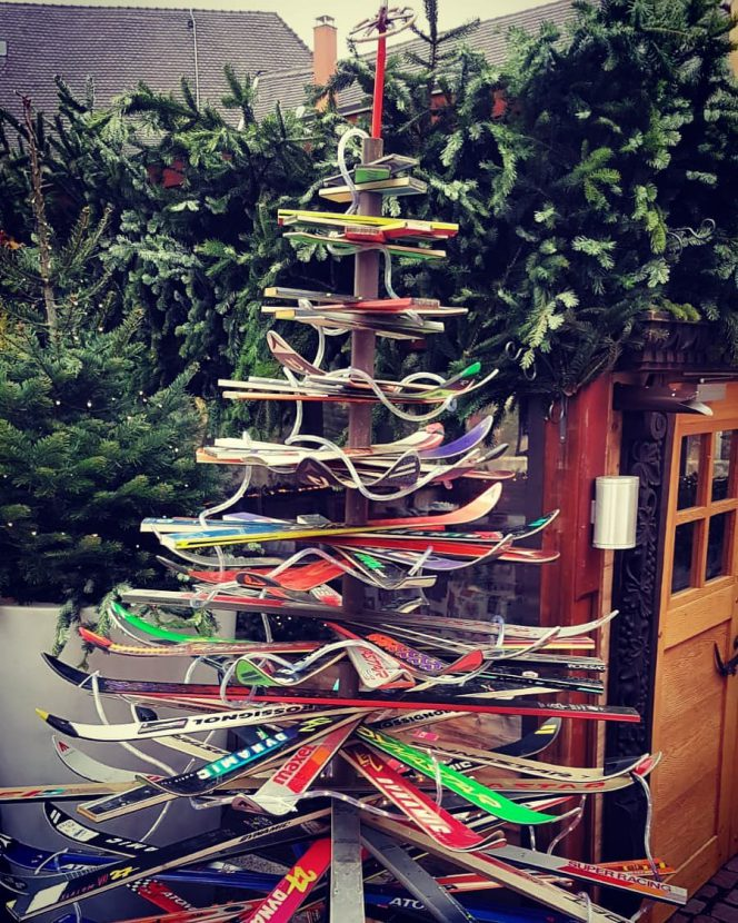 Christmas_tree_skiers
