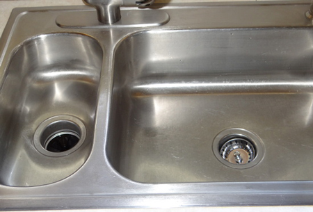clean-a-stainless-steel-sink-04