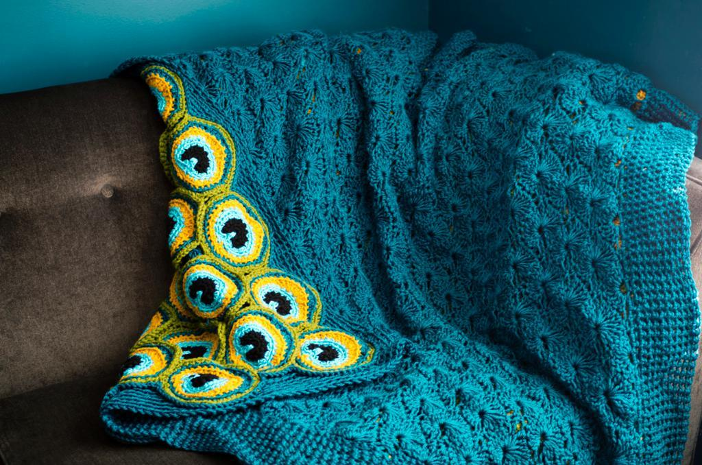 cozy-peacock-yarn-blanket-05