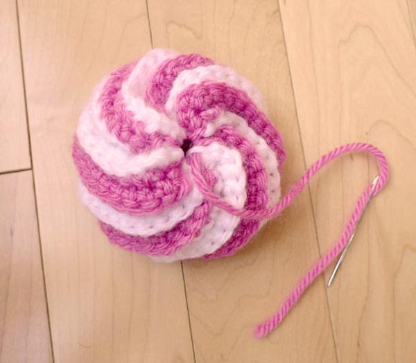 Crochet Swirly Cupcake (3/4)