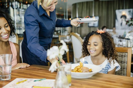 6 Restaurant Behaviors That Driver All Waiters Mad. It's Nothing but Bad Manners!
