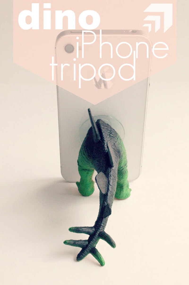 dino-iphone-holder-02