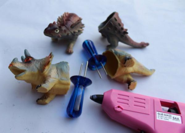 dinosaur-corn-holder-01
