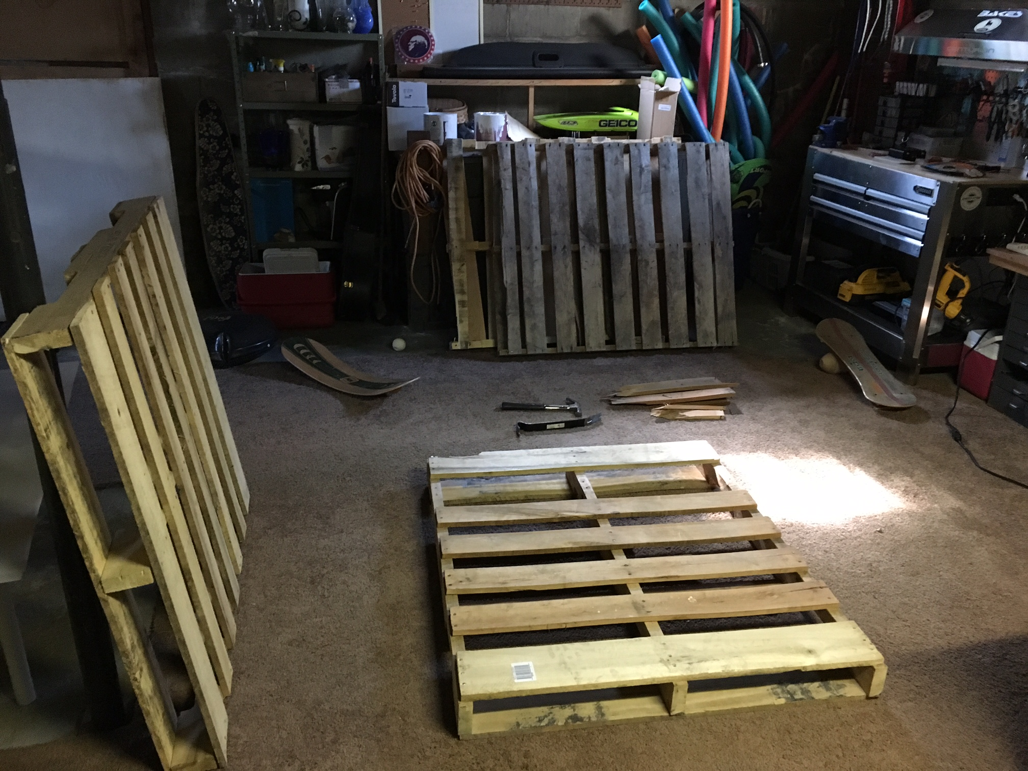 diy-pallet-chair-01