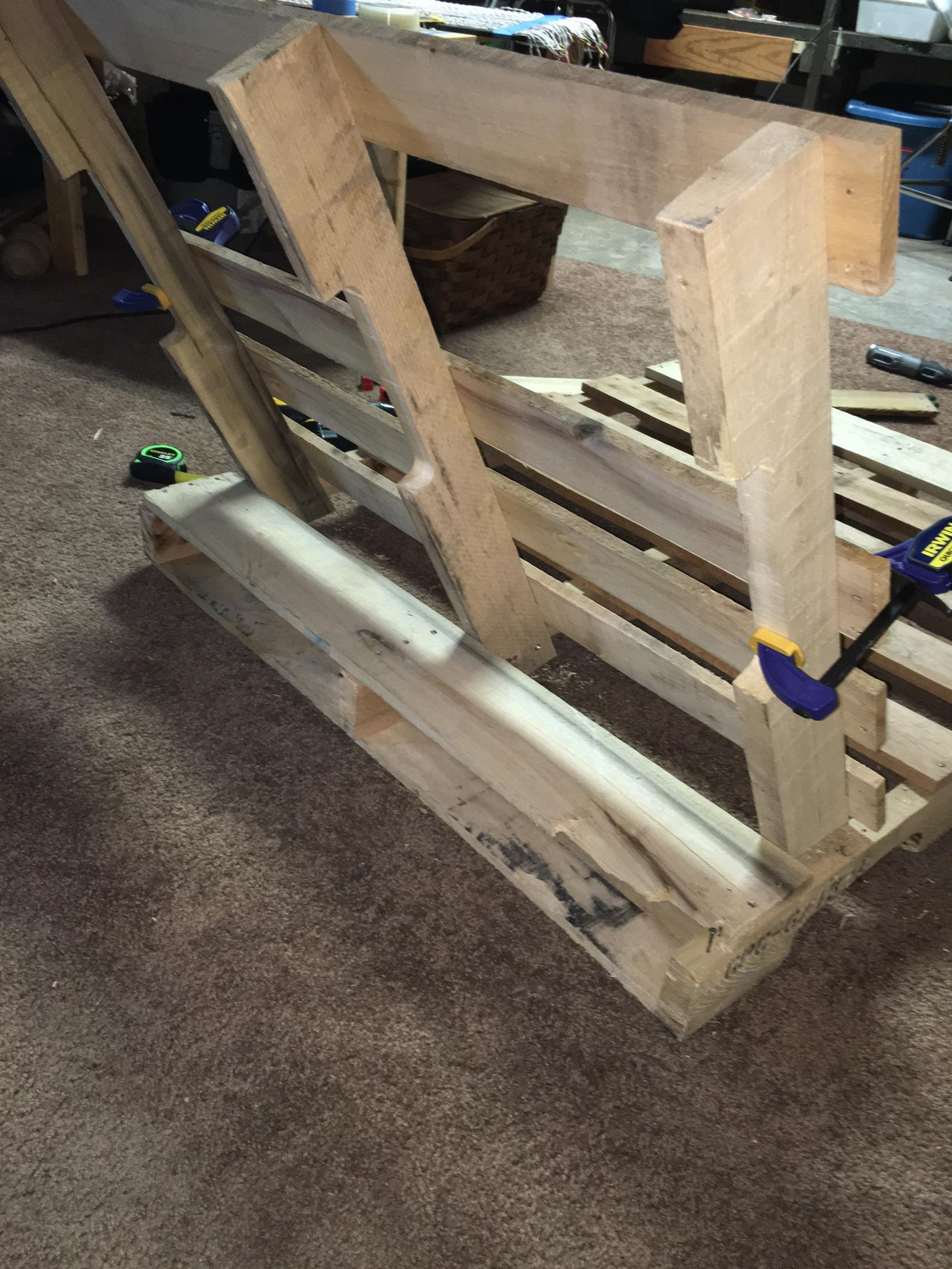 diy-pallet-chair-04
