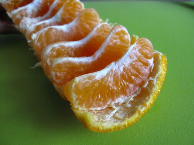 easy-way-to-eat-mandarin-oranges-03