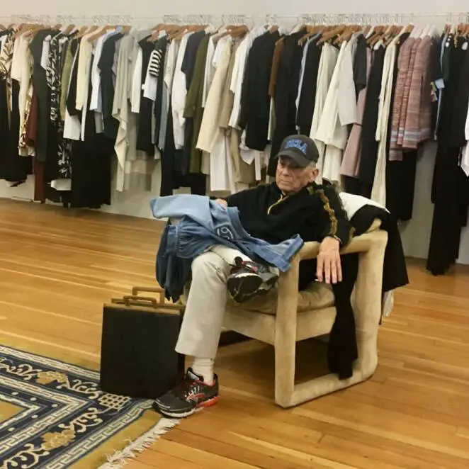 39 Men Who Have Not Kept Up With Their Shopping Partners. Defeated With Exhaustion