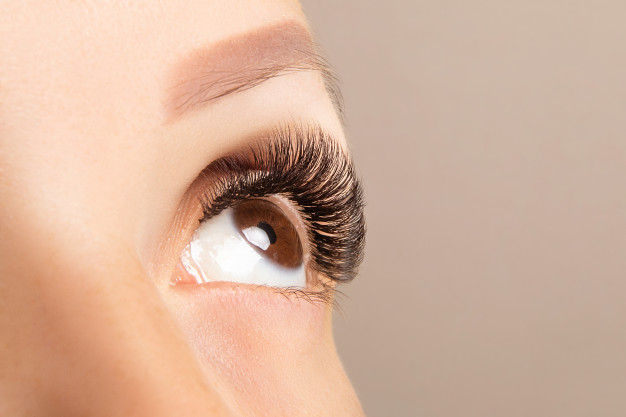 Home-Made Ways to Remove False Eyelashes without Going to the Beautician
