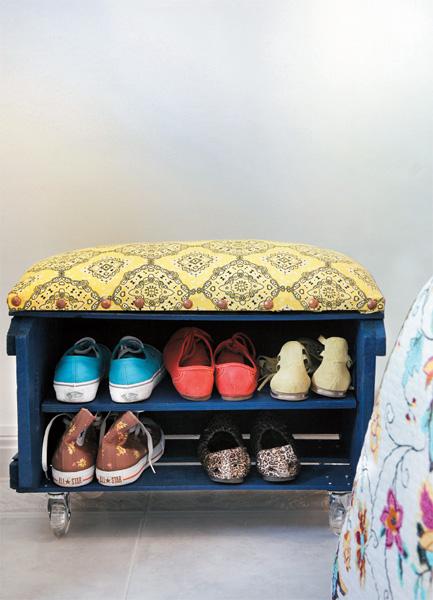 fruit-crate-shoe-bench