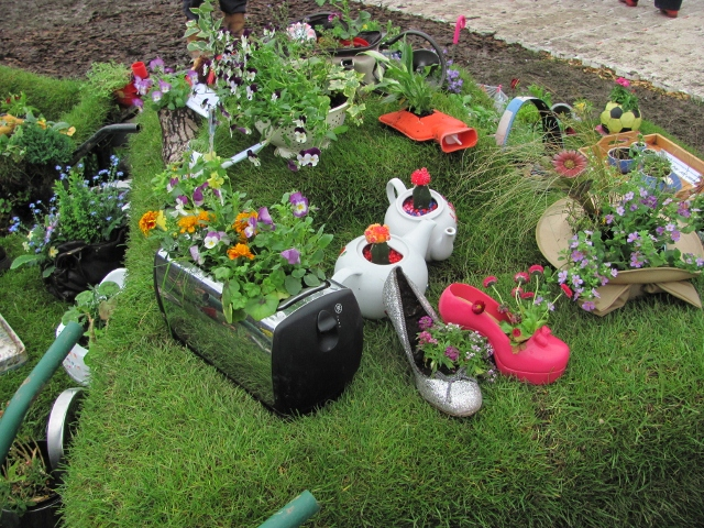 25 Cheap and Simple Ideas You Can Use in Your Garden. Mind You, You Can Do It Yourself!