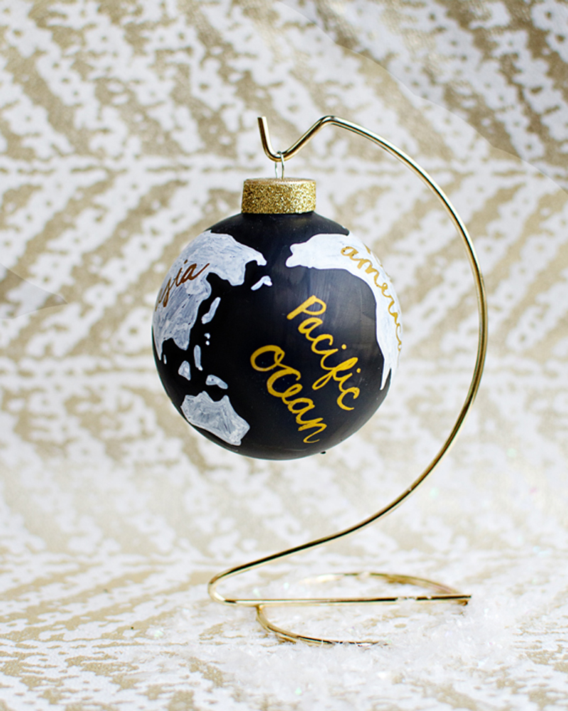 globe-christmas-ornament-02