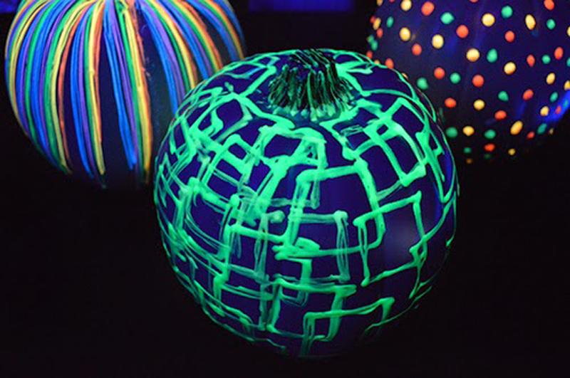 glow-in-the-dark-pumpkins-03