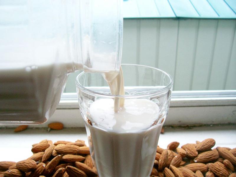 homemade-almond-milk-03