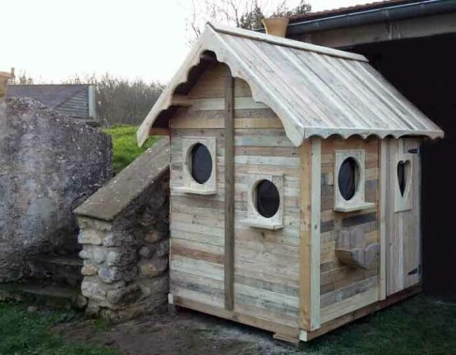 Amazing Houses and Other Items Built Using Old Pallets. They Look like They Came from a Fairytale Picture