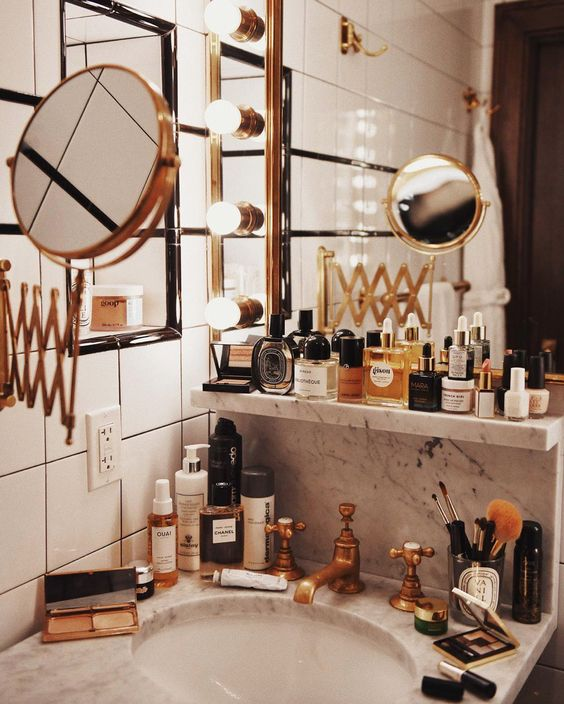 5 Things We Still Keep in the Bathroom Though We Really Shouldn't!