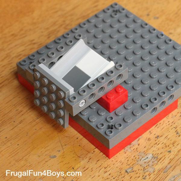 lego-candy-dispenser-01