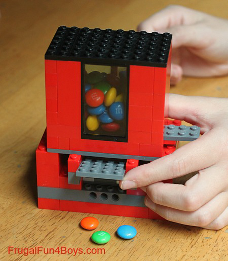 lego-candy-dispenser-03