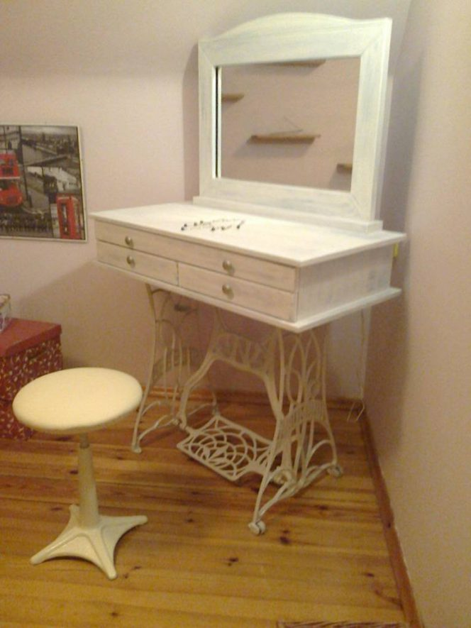 How to Convert an Old Sewing Machine? 7 Inspirations to Repurpose It