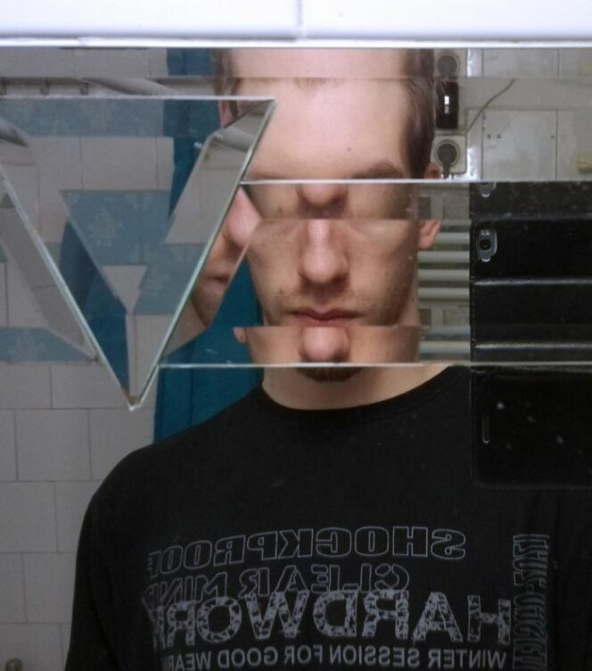 20 Weird Mirrors in Public Places. Some Really Amusing Designs!