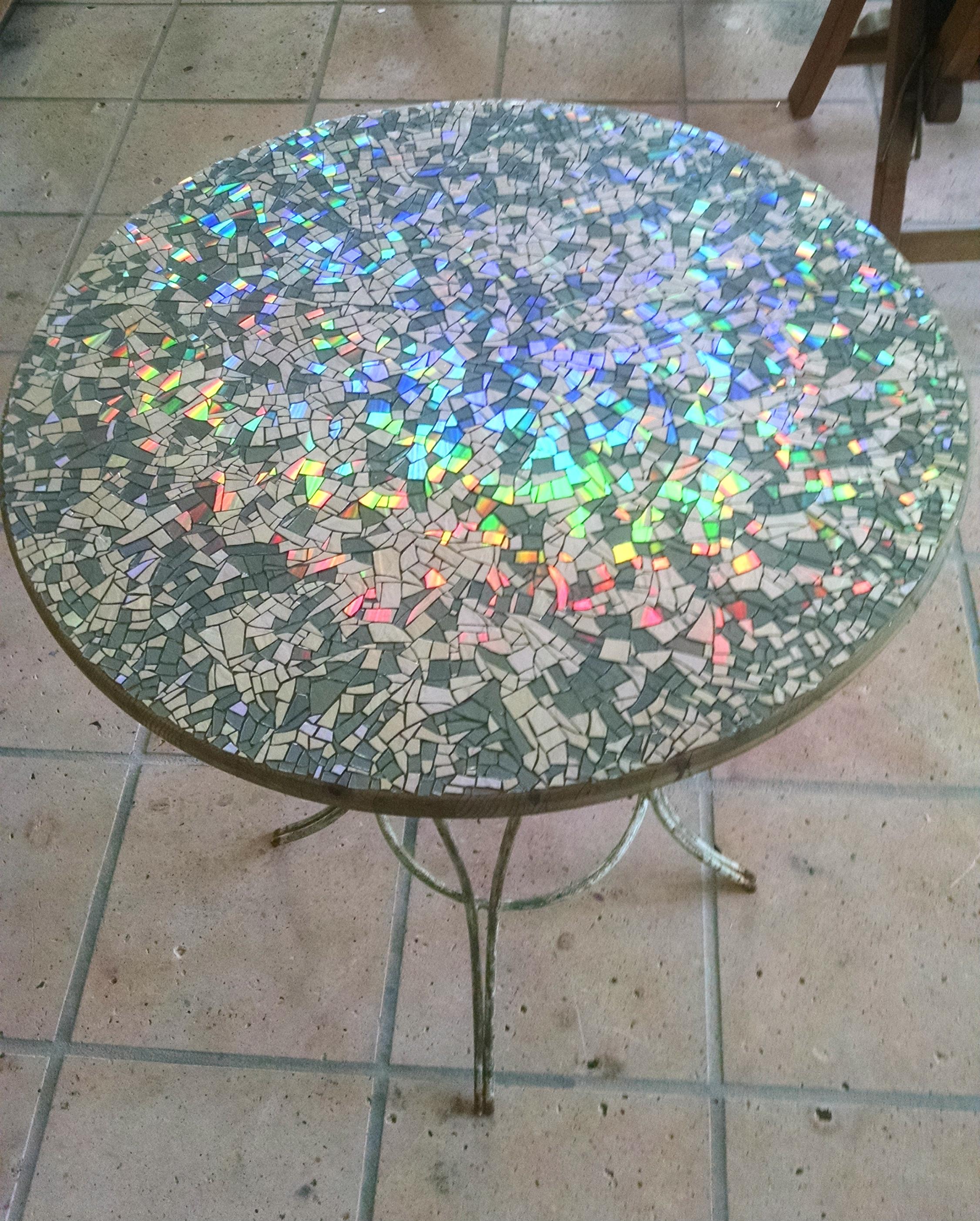 how to make mosaic cd garden table craftspiration. Black Bedroom Furniture Sets. Home Design Ideas