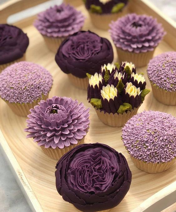 17 Flowery Cupcakes That Look as if They Had Just Been Brought From the Garden. They Look Marvelous!