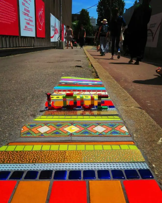 French Artist Turns Cracks in Pavements into Colorful Mosaics