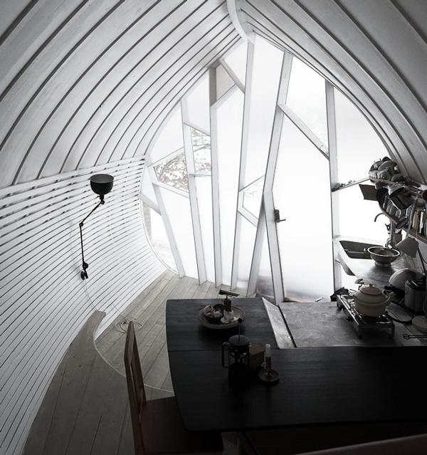 naturally-shaped-cabin-02