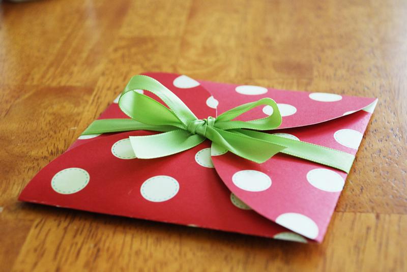 paper-circles-envelope-04