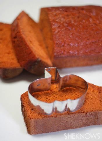peekaboo pumpkin pound cake001