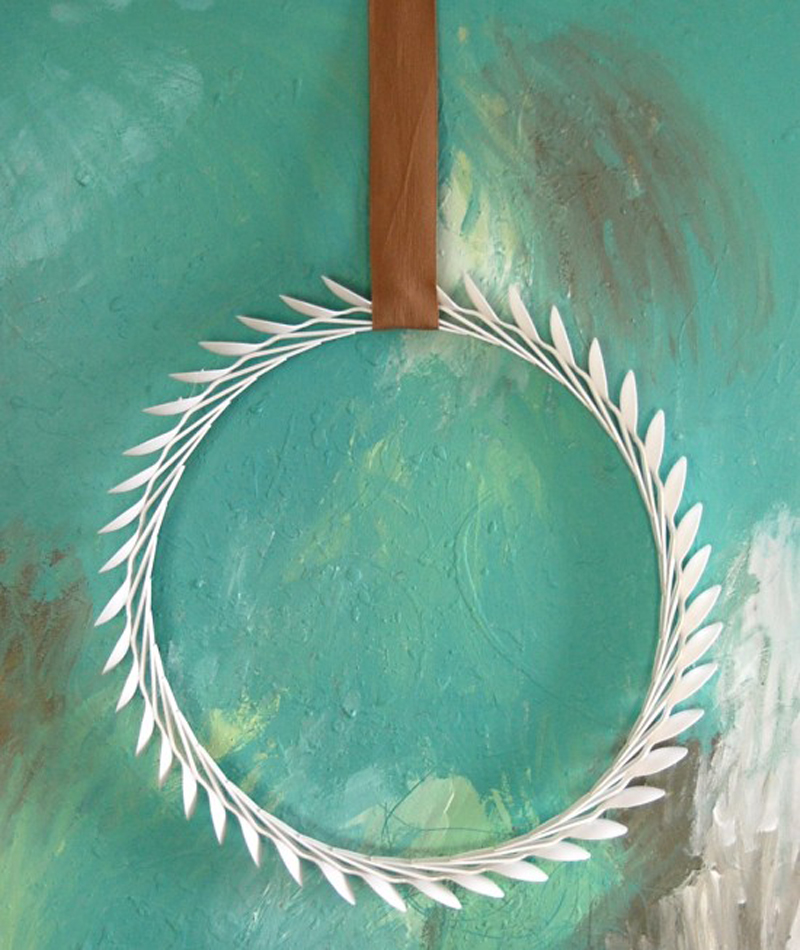 plastic-spoon-laurel-wreath-02