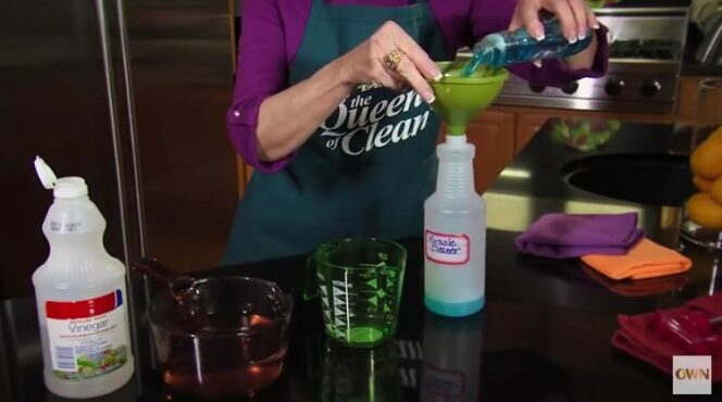 How to Clean Your Shower Cabin. No Residue or Smudges!