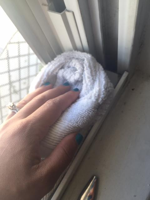 How to Make Foam That Will Dissolve Dirt Even in the Smallest Cavity of Your Window