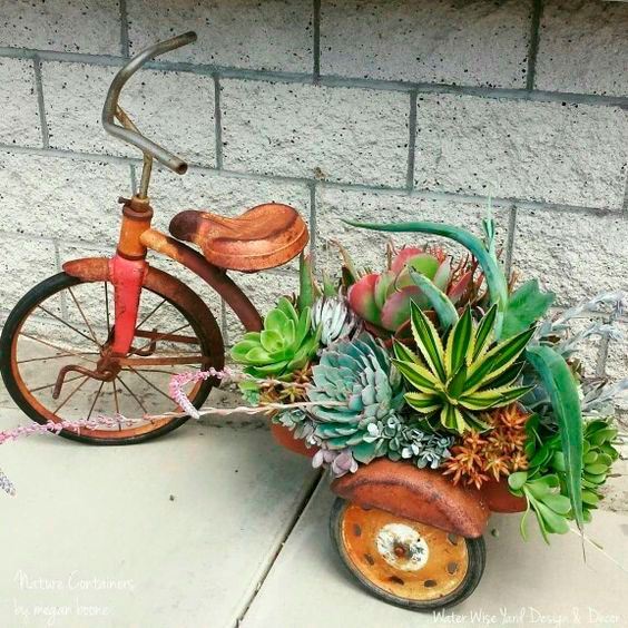 21 Creative Garden Decorations and Flower Stands Made of Items Cluttering Basements and Attics