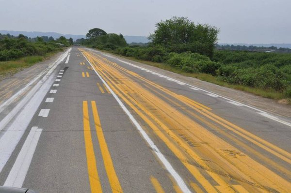 18 Ridiculous Road Situations. Some Signs Simply Can't Be Followed!