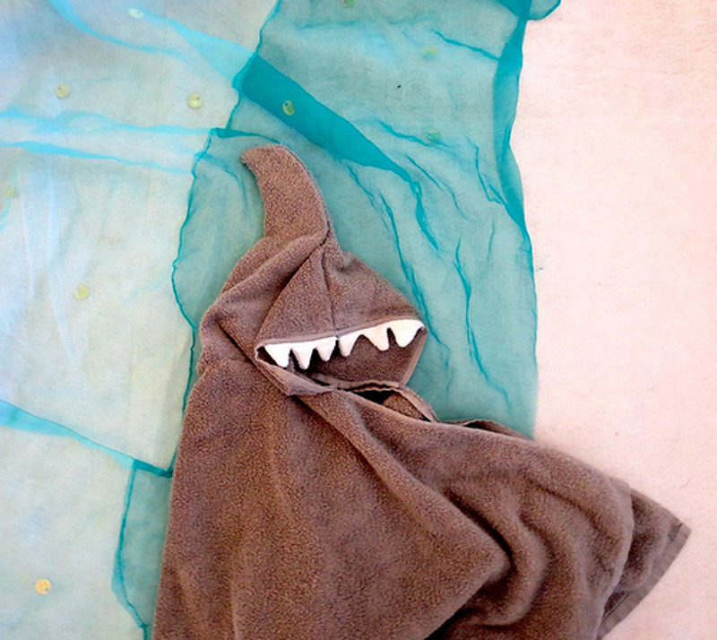 shark-hoodie-towel-02