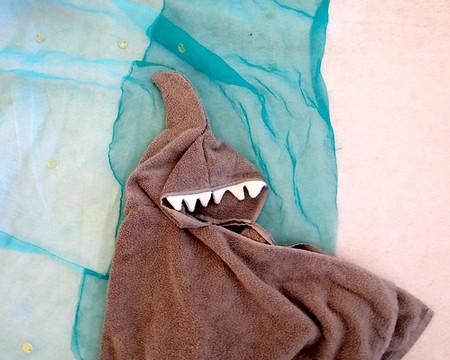 shark-hoodie-towel-fi