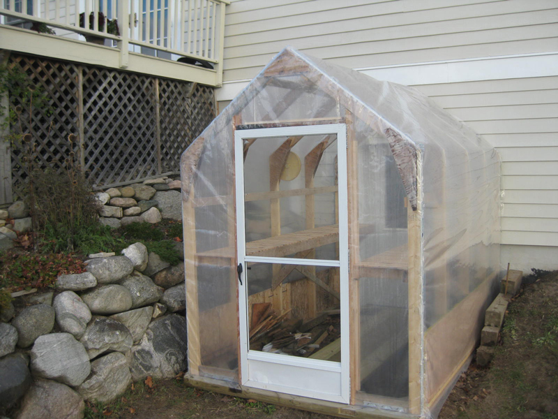 starting-plants-greenhouse-03