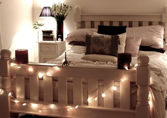 String Lights Ideas For Your Bedroom 03