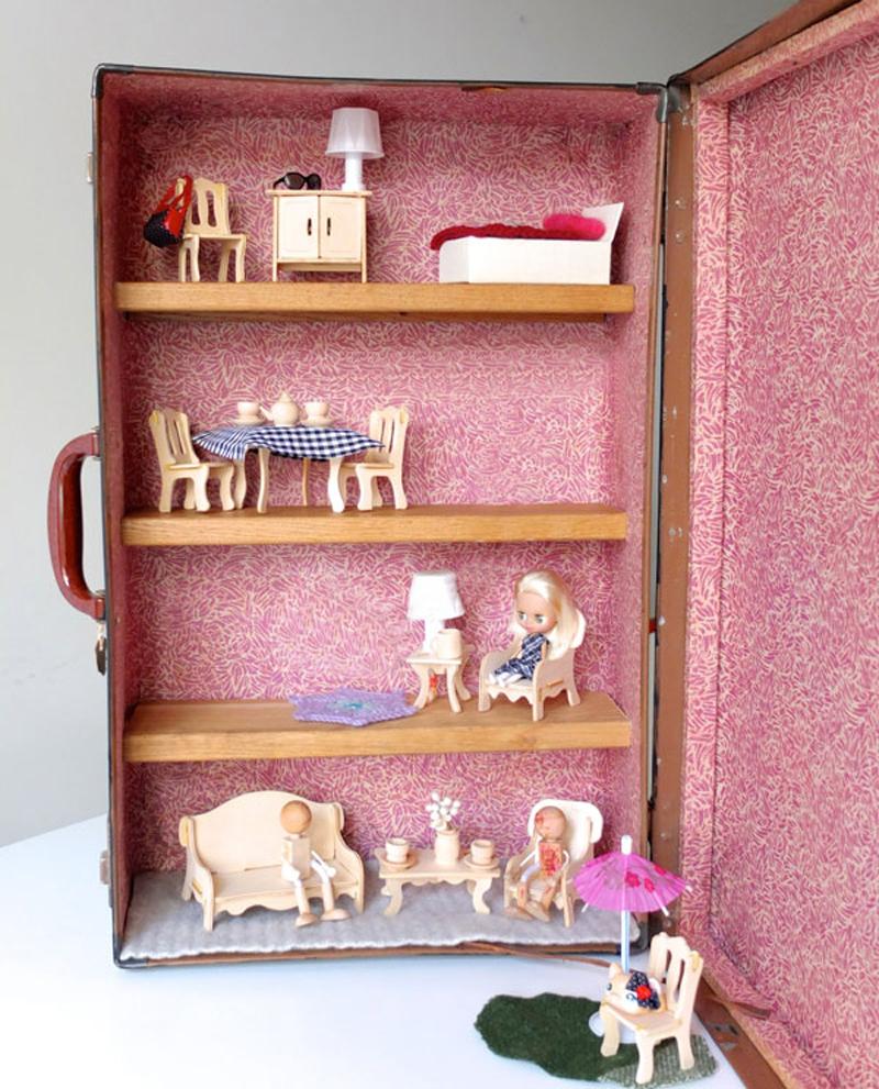 suitcase-dollhouse-02