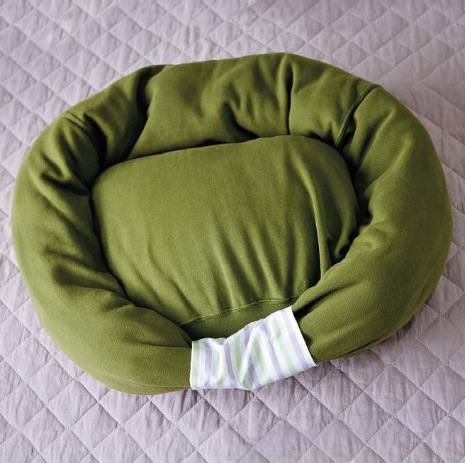 How To Make Sweatshirt Pet Bed Diy Crafts Handimania