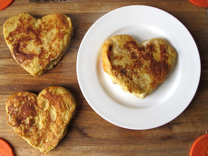 How to Make Sweet Grilled Cheese Heart - Cooking - Handimania