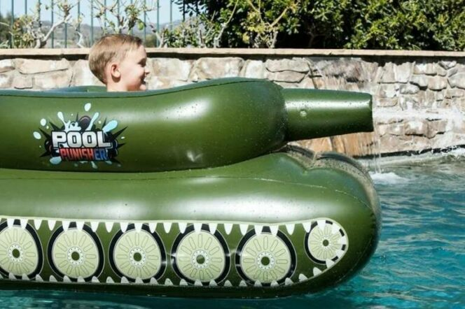 Inflated Tanks with Water Cannons to Fight 'Sea Battles'. Fun Not Only for Kids!