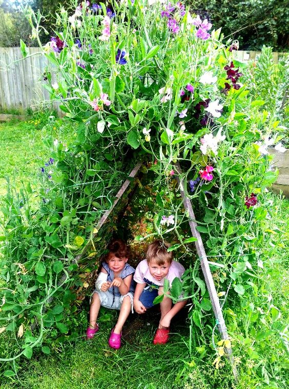 Tipi of Decorative Climbers – a Perfect Place for Children. You Can Do It Yourself!