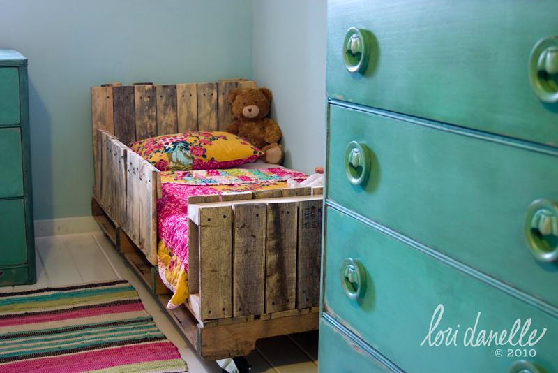 toddler-pallet-bed-04