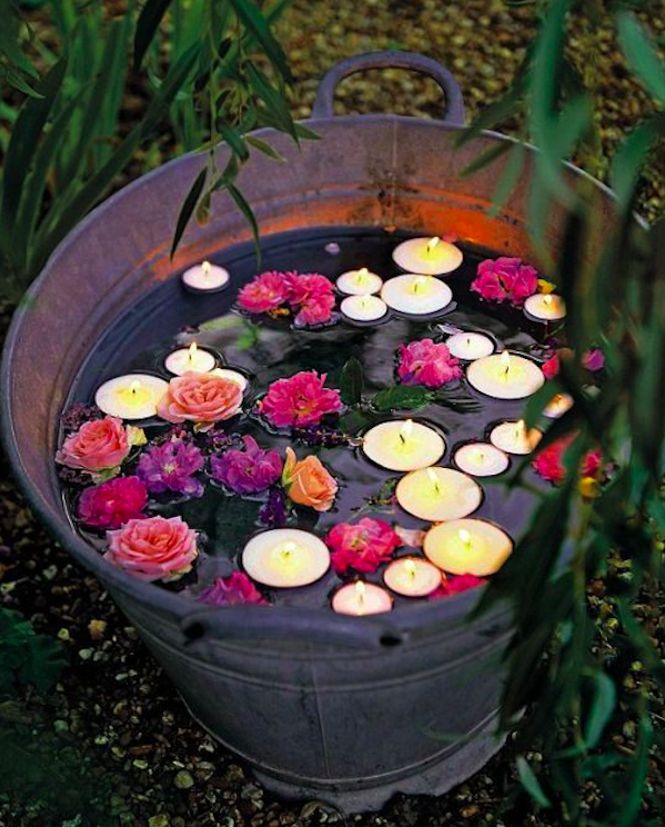 15 garden decorations using old bathtubs and buckets. Costing next to nothing they look wonderful!